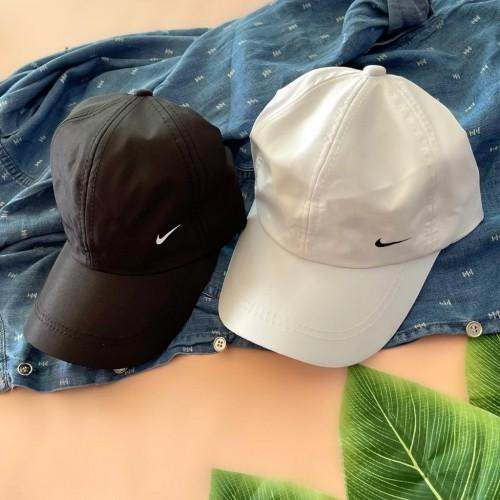 کلاه نایک سفیدمشکی